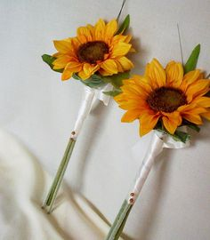 single sunflower bouquet - bridesmaids This could be done with any flower choice.