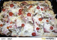 Pikantní salámová pizza recept - TopRecepty.cz Hawaiian Pizza, Quiche, Hamburger, Food, Lasagna, Essen, Quiches, Burgers, Meals