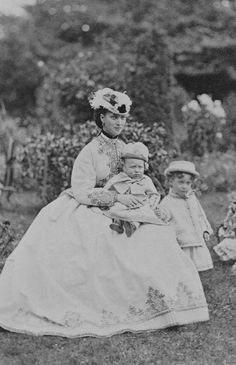 Alexandra, Princess of Wales, with Prince Albert Victor and Prince George, 1866 [in Portraits of Royal Children Queen Victoria Children, Queen Victoria Family, Victoria Reign, Queen Victoria Prince Albert, Victoria And Albert, English Royal Family, British Royal Families, Prince Georges, Anos 60