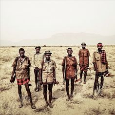 315 mentions J'aime, 17 commentaires – balazs gardi (@balazsgardi) sur Instagram : «Turkana herdsmen scout the #Todonyang plains before they drive their herd to drink water from Lake…»