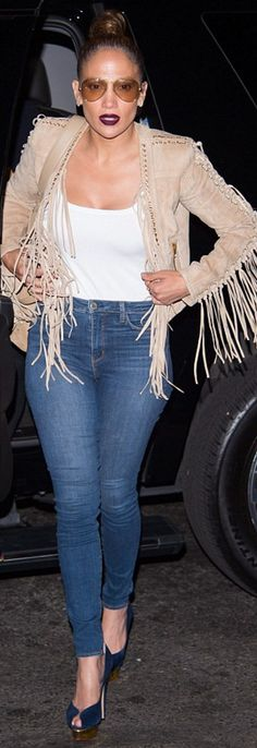 Who made  Jennifer Lopez's blue platform pumps, jewelry, and tan suede fringe jacket?