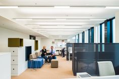 St Martin Tower marks a huge step forward in the development of the Frankfurt office scene, both in terms of the architecture and the lighting solution. Office Lighting, The Shining, Lighting Solutions, Frankfurt, Tower, Skyline, Architecture, Home Decor, Self