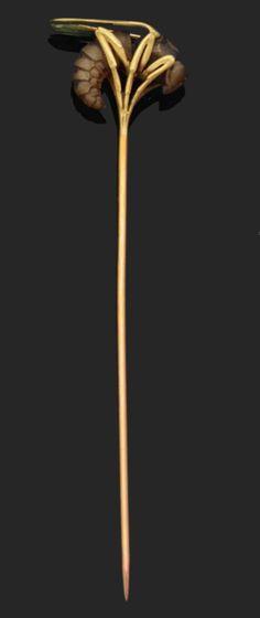 thirtyknives:  Wasp Pin. Rene Lalique (1860 -1945). Circa 1900. Yellow gold, horn, enamel. 10.cm high.