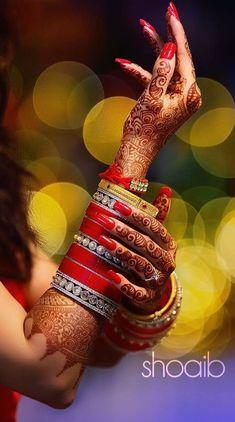 indian wedding photography and cinematography Mehendi Photography, Indian Wedding Couple Photography, Bride Photography, Photography Ideas, Indian Wedding Poses, Indian Bridal Photos, Bride Indian, Wedding Pics, Wedding Dress