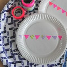 DIY: decorate plain paper plates with masking tape! [ From: http://beautyeveryday.canalblog.com ]