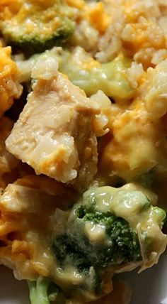 Its is all about cheesy yummy goodness with chicken, broccoli, cheese and everyones favorite potatoes - tater tots! Crock Pot Recipes, Crock Pot Food, Crockpot Dishes, Crock Pot Slow Cooker, Slow Cooker Recipes, Chicken Recipes, Cooking Recipes, Crockpot Meals, Freezer Meals