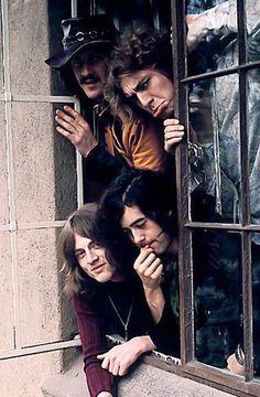 Led Zeppelin's John Bonham, Robert Plant, Jimmy Page, and John Paul Jones in Robert Plant Led Zeppelin, John Paul Jones, Jimmy Page, Nowhere Boy, John Bonham, Great Bands, Cool Bands, Hard Rock, Arte Pink Floyd