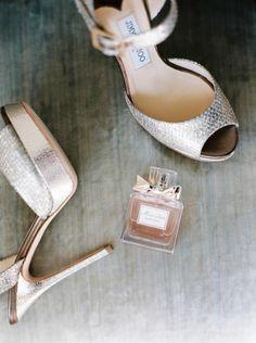 Bridal necessities: http://www.stylemepretty.com/2015/03/25/elegant-maryland-countryside-wedding/ | Photography: Amelia Johnson - http://amelia-johnson.com/