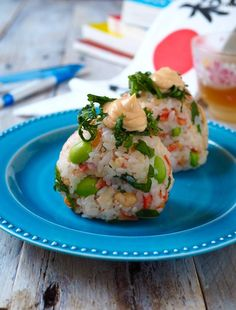 Bento Box, Lunch Box, Onigiri Recipe, Rice Balls, Japanese Food, Salmon Burgers, Potato Salad, Sushi, Yummy Food