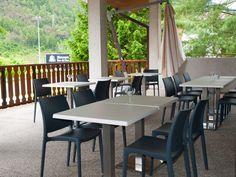 #Chairsoutlet ha #arredato le zone conviviali del #Hotel alla Fonte di Arta Terme (Udine). #Terrazzo con #sedie da #esterno ALBICOCCA e #tavolini #bar. Puoi #acquistare i prodotti #online sul sito www.chairsoutlet.com