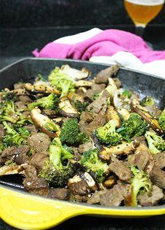 Carninha com brócolis que é um clássico da culinária chinesa e que vende aos montes nos fast food de caixinha? Pois então, em casa sempre tem esta receita, mas com muito menos gordura