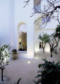 Image 2 of 17 from gallery of Exercise With The Arches / NAUTA Architecture & Research. Photograph by Roberto Micoccio Interior Exterior, Exterior Design, Architecture Details, Interior Architecture, Minimalist Architecture, Gothic Architecture, Ancient Architecture, Villa Luxury, Outdoor Spaces