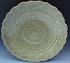EX.RARE 16THC CHINESE MING DYNASTY LONGQUAN CELADON GLAZED LOTUS CHARGER