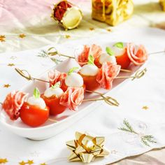Tomates surprises facile Biscuits Palmier, Tapas, Table Decorations, Vegetables, Food, Buffet, Stuffed Cherry Tomatoes, Snacks, Cooking Recipes