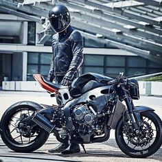 Honda CBR 900RR Black custom