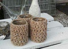 Haken | gehaakte hoesjes van schapenwol om oude glazen potjes. Door vanessa.schattorie
