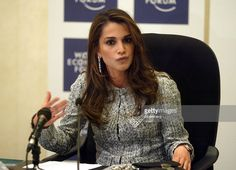 Queen Rania wife of Jordan's King Abdullah II speaks at a meeting of... Photo d'actualité | Getty Images
