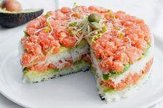 Лучшие кулинарные рецепты : Суши-торт из авокадо, огурца и лосося