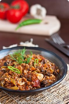 Minced Meat and Mushrooms Stew. Delicious minced meat and mushrooms stew (in Romanian translator in left sidebar) Beef Recipes, Soup Recipes, Mushroom Stew, Romanian Food, Romanian Recipes, Mince Meat, World Recipes, Chili, Stuffed Mushrooms