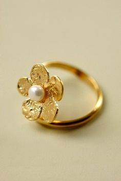#rings #goldrings #puregoldrings #floralshapegoldrings #simplgoldrings Latest Gold Ring Designs, Toe Ring Designs, 1 Gram Gold Jewellery, Gold Jewelry, Tiny Rings, Traditional Earrings, Gold Diamond Rings, Bridesmaid Jewelry, Gold Earrings