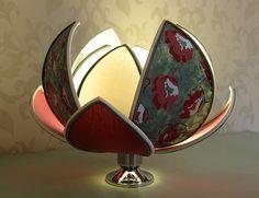 """Al centro di un mobile basso per vivacizzarlo, sul ripiano di una libreria per accenderla, sui comodini per creare atmosfera… insomma, una #lampada """"fiore di loto"""" che arricchisce ogni #arredamento al quale viene accostata."""