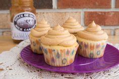 Fluffy Vanilla Cupcakes w/ Salted Dulce de Leche-Cinnamon Buttercream