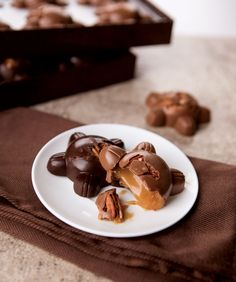 Gourmet Caramel Pecan Patties make the perfect Father's Day gift! #DeBrand