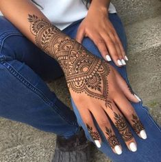 Tattoo foot finger henna designs 34 ideas for 2019 The post Tattoo foot finger henna designs 34 ideas for 2019 appeared first on Best Tattoos. Cool Henna Tattoos, Henna Inspired Tattoos, Henna Tattoo Sleeve, Henna Ink, Foot Henna, Henna Body Art, Mehndi Tattoo, Henna Mehndi, Wrist Tattoos