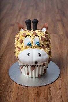 Baby Giraffe  Cake by ReddyMadeCakes
