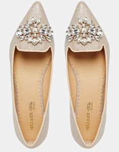 Image 3 of Head Over Heels Lou Lou Embellished Pointed Flat Shoes Bild 3 von Head Over Heels – Lou Lou. Shoe Boots, Shoes Sandals, Embellished Shoes, Pointed Flats, Mode Style, Types Of Shoes, Beautiful Shoes, Wedding Shoes, Me Too Shoes