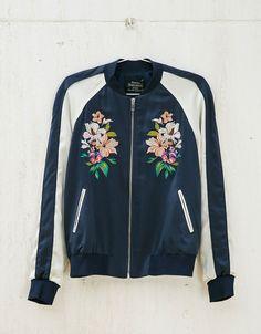 Blusão bomber bordado flores. Descubra esta e muitas outras roupas na Bershka com novos artigos cada semana