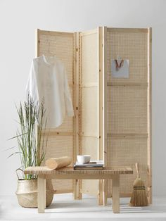 Most current Absolutely Free DIY folding screen - COCO LAPINE DESIGN Thoughts There's nothing Greater when compared to a ingenious IKEA Crack of worn region, and it is a good Folding Screen Room Divider, Diy Room Divider, Divider Ideas, Room Dividers, Folding Screens, Room Screen, Hack Ikea, Diy Casa, Best Ikea