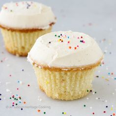 This recipe for Sprinkles Copycat Vanilla Cupcakes with vanilla icing is even better than the original! Moist, dense cake that is packed with vanilla flavor Chocolate Banana Cupcakes, Salted Caramel Cupcakes, Vanilla Cupcakes, Mocha Cupcakes, Strawberry Cupcakes, Velvet Cupcakes, Vanilla Buttercream, Sprinkle Cupcakes, Gourmet Cupcakes