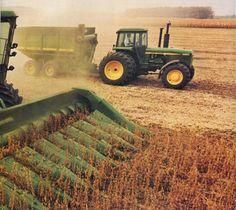 agriculture Old John Deere Tractors, Jd Tractors, John Deere Equipment, Old Farm Equipment, Heavy Equipment, Farm Jokes, John Deere Combine, Tractor Pictures, Modern Agriculture