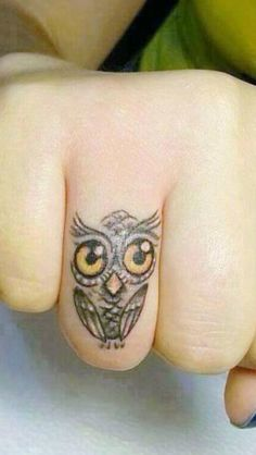 Cute finger tattoo! I love owls