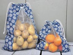 Vegetable or bread bags for shopping, against the plastic waste! Here is a free sewing tutorial with .- Vegetable or bread bags for shopping, against the plastic waste! Here is a free sewing tutorial with … Sewing Hacks, Sewing Tutorials, Sewing Patterns, Sewing Tips, Fabric Crafts, Sewing Crafts, Upcycled Crafts, Bread Bags, Produce Bags