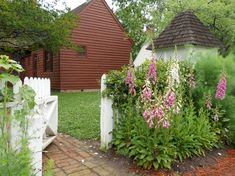 5 Inspiring Ways to Create a Cottage Style Garden ~ Humpdays with Houzz - Town & Country Living