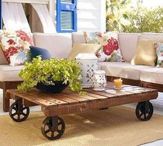 What Can You Do w/ An Old Pallet? Who would have thought that a humble pallet could be transformed into so many practical pieces. Make a coffee table, make a dining room table, even make a sectional sofa or daybed w/ a wood pallet! Pallet Crates, Old Pallets, Wooden Pallets, Recycled Pallets, Pallet Wood, Pallet Couch, Pallet Tables, Recycled Wood, Recycled Materials