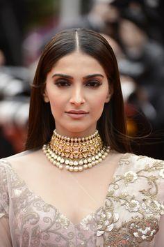 Sonam Kapoor Ethnic Outfit & Bollywood kundan Jewellery #sonamkapoor #dress #outfit