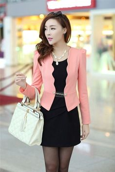 Love the jacket 😍❤️👗 Blazer Outfits, Blazer Fashion, Hijab Fashion, Fashion Dresses, Suits For Women, Clothes For Women, Elegant Outfit, Office Outfits, Asian Fashion