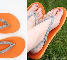 En poco tiempo podrás hacer que una simples sandalias sean ideales para ir a la playa o salir con amigos... totalmente personalizadas y con mucho estilo...