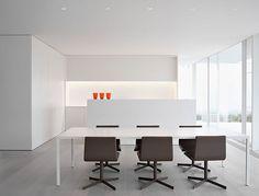 Minus es un estudio de arquitectura de interiores, propiedad de Sophie Popelier y Wim Carton