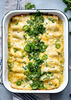 Chicken and White Bean Enchiladas with Creamy Salsa Verde 🕺🏻🕺🏻🕺🏻 White beans, shredded chicken, green chiles, sour cream and cheese – need I say more? Serve them with some caulirice for a meal the whole family will love 💛 7 Smart Points Ww Recipes, Skinny Recipes, Mexican Food Recipes, Chicken Recipes, Dinner Recipes, Cooking Recipes, Healthy Recipes, Skinnytaste Recipes, Healthy Food