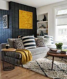 Grafite, cinza e amarelo. Perfeita combinação nessa sala de estar, o que acham?