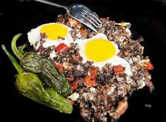 Sartén de huevos fritos con morcilla