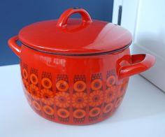 Arabia Kaj Franck Enamel Pot - mod red and orange flower pattern