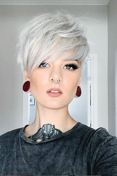 10 magnifiques coiffures courtes pour femmes 1207 likes, 7 commentaires - Cheveux courts (coif. Short Pixie Haircuts, Short Hairstyles For Women, Bob Hairstyles, Bob Haircuts, Straight Hairstyles, Modern Hairstyles, Short Hair Cuts For Women Edgy, Pixie Haircut Styles, Simple Hairstyles