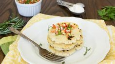 Here's a traditional Salvadoran dish made with cheese, herbs and a corn tortilla — a must-try for your next meal. Pupusa Recipe, Food Articles, Corn Tortillas, New Recipes, Cooking Tips, Meal Planning, Tortilla Recipes, Easy Meals, Herbs