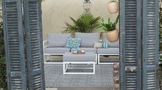 een tuin met luiken geven een patio gevoel