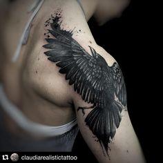Tattoo by @claudiarealistictattoo  Info:02.20404041 claudiarealistictattoo@gmail.com #thebestitaliantattooartists #thebesttattooartists #tattoo #tattoos #tatooing #primordialpain #primordialpaintattoo #milano #milanotattoo #realistic #realistictattoo #blackwork #raven #crow